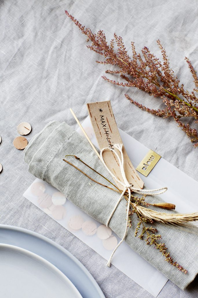 eco-friendly-wedding-decoration-with-natural-accessories-made-of-birch-bark